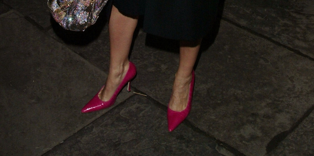 In 80s fashion for women, brightly colored pointy shoes became very popular, especially in the early 1980s.