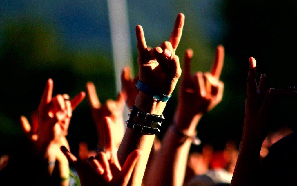 heavy metal horns